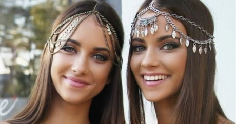 13 Most Beautiful Twins, Triplets And Quadruplets Around The World